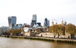 Landskap av London skyskrapor med Thames River, UK Royaltyfria Foton