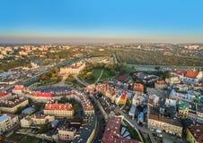 Landskap av Lublin från en sikt för öga för fågel` s Gammal stad i Lublin med den synliga slotten Royaltyfri Bild