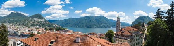 Landskap av Lugano från staden, sommar Royaltyfri Fotografi