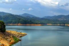Landskap av mannen gjorde sjön på den Sungai Selangor fördämningen under middagar Fotografering för Bildbyråer
