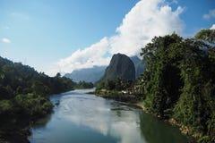 Landskap av Nam Song River royaltyfri foto