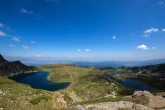 Landskap av njuren och de tvilling- sjöarna, de sju Rila sjöarna, Bulgarien Royaltyfria Foton