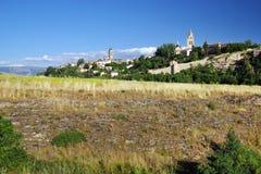 Landskap av omgivningen av Segovia Från från vänster till höger: Kyrka av San Esteban och den Segovia domkyrkan royaltyfri fotografi
