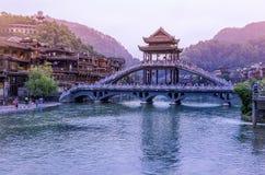 Landskap av Phoenix forntida townFenghuang, Hunan, Kina royaltyfri bild