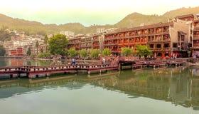 Landskap av Phoenix forntida townFenghuang, Hunan, Kina royaltyfri foto