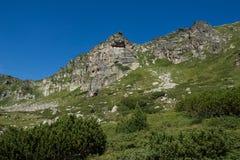 Landskap av Rila Mountan nära, de sju Rila sjöarna, Bulgarien Arkivbilder