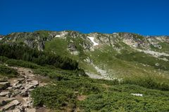 Landskap av Rila Mountan nära, de sju Rila sjöarna, Bulgarien Royaltyfri Fotografi