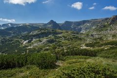 Landskap av Rila Mountan nära, de sju Rila sjöarna, Bulgarien Arkivfoto