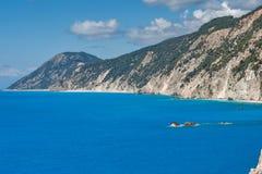 Landskap av Rocks nära den Porto Katsiki stranden, Lefkada, Ionian öar Royaltyfri Foto