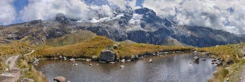 Landskap av Santa Cruz Trek, Cordillera Blanca, Peru Royaltyfri Foto