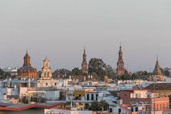 Landskap av Seville på solnedgången, Spanien arkivfoto