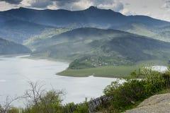 Landskap av sjön Bicaz Rumänien royaltyfri fotografi