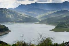 Landskap av sjön Bicaz Rumänien arkivbilder
