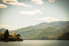 Landskap av sjön Como i Italien fotografering för bildbyråer