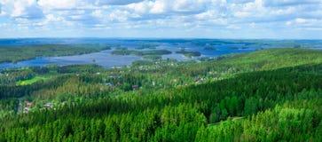 Landskap av sjön Kallavesi och Kuopio Arkivfoto