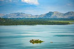 Landskap av Skadar sjön i Montenegro royaltyfri fotografi