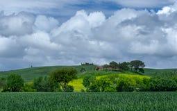Landskap av Tuscany i området av Pienza Royaltyfria Foton