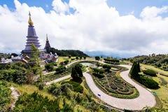 Landskap av två pagod, ställefritidlopp i en Inthanon mou Arkivbilder
