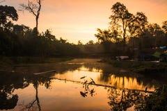 Landskap av upphängningbron i morgontiden, på Khao Ya Royaltyfria Bilder
