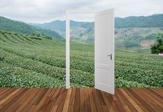 Landskap bak öppningsdörren, 3D Royaltyfri Foto
