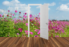 Landskap bak öppningsdörren, 3D Royaltyfria Foton