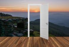 Landskap bak öppningsdörren, 3D Arkivbild