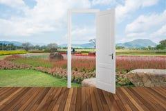 Landskap bak öppningsdörren, 3D Fotografering för Bildbyråer
