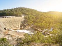 Landskap bak Wellington Dam Hydro Power Station i afton Royaltyfri Fotografi