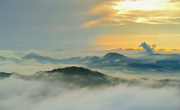 Landskap Berg, att stiga eller sitta ner solen/, Arkivbilder