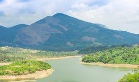 Landskap berg och floden i Indien Kerala Fotografering för Bildbyråer