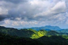 Landskap berget med himmel och molnigt på Khao-kho Phetchabun Thailand Arkivbilder