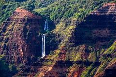 Landskap detaljen av den Waipoo vattenfallet i den Waimea kanjonen, Kauai Fotografering för Bildbyråer