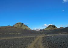 Landskap för öken för sand för kast för gå bana vulkaniskt svart, Laugavegur slinga från Thorsmork till Landmannalaugar, Skotska  royaltyfri foto