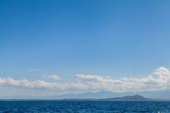Landskap för bakgrund för blått havshav och för blå himmel tropiskt arkivbild