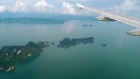 Landskap för flyg- sikt från det nedgående flygplanet arkivfilmer
