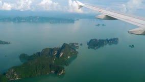 Landskap för flyg- sikt från det nedgående flygplanet stock video