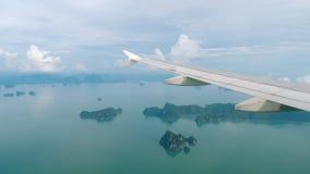 Landskap för flyg- sikt från det nedgående flygplanet lager videofilmer