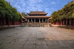 Landskap för Fushun län, Sichuan, Fushun tempel stora Hall Royaltyfri Bild