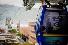 Landskap för gondolRopewaystad Medellin Colombia kabelbil Arkivbild