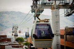 Landskap för gondolRopewaystad Medellin Colombia kabelbil Arkivfoto