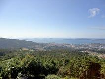 Landskap för härlig sikt från en Vigos berg royaltyfria bilder