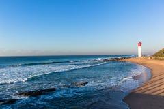 Landskap för horisont för strandfyrhav Royaltyfri Bild