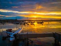 Landskap för internationell flygplats på solnedgång fotografering för bildbyråer