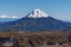 Landskap för landskaphöstberg - sikt av den snowcapped kotten av vulkan Royaltyfri Fotografi