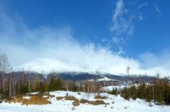 Landskap för morgonvinterberg (Tatranska Lomnica, Slovakien) Royaltyfria Foton