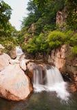 Landskap för Qingdao laoshan chaoyinsault i Kina Arkivfoton