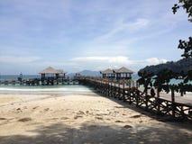 Landskap för strand för Sabah ösemesterort royaltyfria bilder