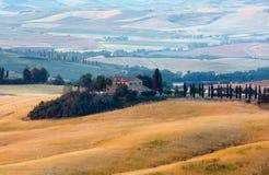 Landskap för Tuscany soluppgångbygd, Italien Royaltyfri Bild