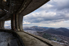 Landskap från Buzludzha - övergiven bulgarian kommunistpartis byggnad Royaltyfria Foton