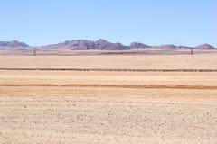 Landskap för purpurfärgade berg för järnvägsspår, Namibia Royaltyfri Fotografi